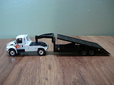 1/64 CUSTOM INTERNATIONAL WITH FLAT BED TRAILER Farm Toy Ertl DCP