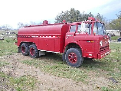 FORD F900 3200 gallon water truck