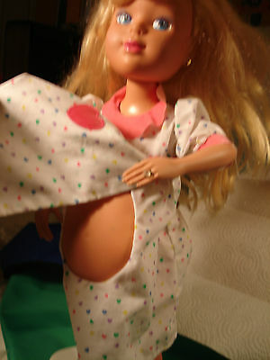 "Tyco pregnant doll Mommy's Having a Baby 1992, 18"".  Please see all photos."