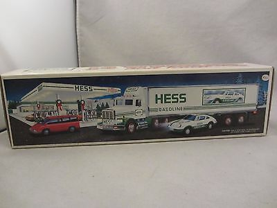 Hess  18 Wheeler and Racer 1992  NIB  (217)