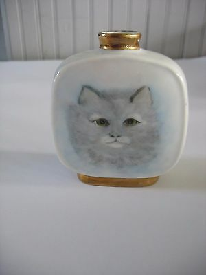 HAND PAINTED Porcelain VASE w gold trim SIGNED & DATED Grey gray Cat Kitten