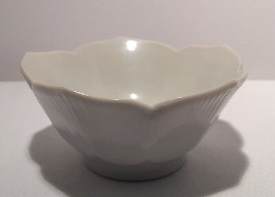 "VINTAGE WHITE PORCELAIN TULIP LOTUS SMALL BOWL 3 1/2"" Diameter, 1 3/4"" Tall"
