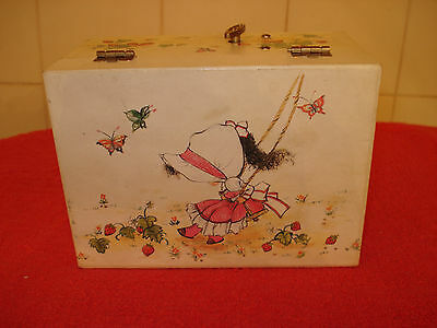 Child's jewelery box Sunbonnet Sue w strawberries. Plays Over the Rainbow. Small