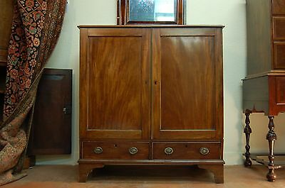 AMERICAN WALNUT AND MAHOGANY JACKSON (LINEN) PRESS; LATE 18TH c.