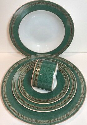 "Coventry ""ANNISTON GREEN"" Porcelain 5 Piece Place Setting Service for 1"