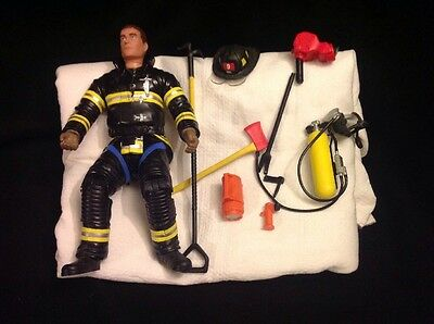 """2002 F.D.N.Y. FIRE ZONE Action Figure REAL HEROES 11"""" Firefighter 9 Accesories"""