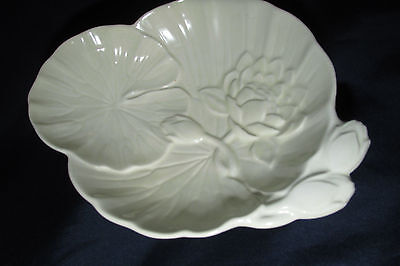 Vintage Carlton Ware Cream Pedestal Bowl / Dish Water Lily Leaves Flowers 16CmW