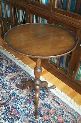 "Mahogany 21 3/4"" Tilt Top Pie Crust Table"