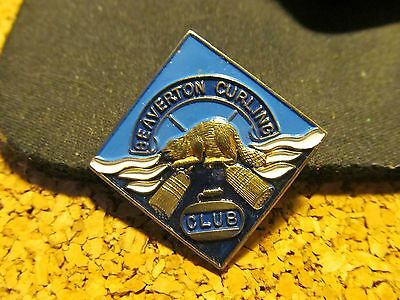 *** 1 Vintage Pinback Pin Badge Curling Curler Beaverton Club Bonspiel  ***