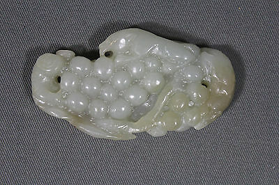 Antique Chinese celadon jade grapes with 2 rats and 1 bat - Qing dynasty