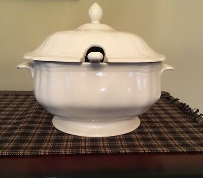 Federalist Ironstone White Soup Tureen With Ladle. Excellent Condition