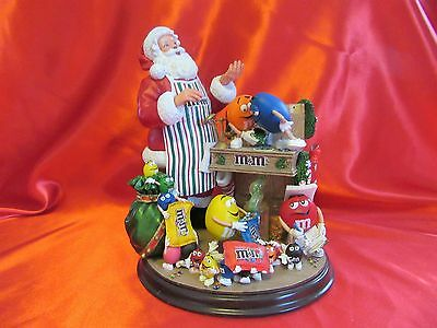 VERY BEAUTIFUL Danbury Mint M&M Christmas Figurine Santa Lights Up M&M'S