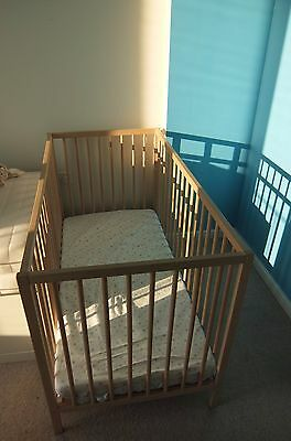 baby cot with 2-position mattress base