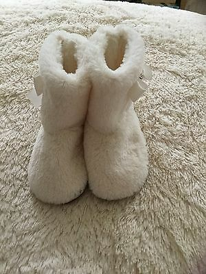 Love To Lounge Slippers Size 3/4