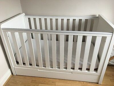 White Baby Nursery Furniture & Cot(cotbed)