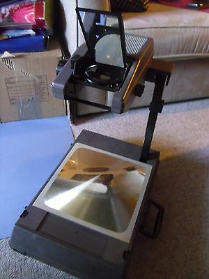 ** Overhead Projector Briefcase Style - 3M 2000 - Portable, Working **