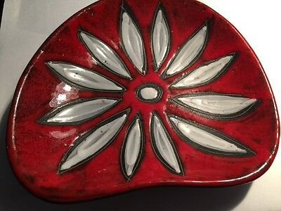 Small Vintage Art Pottery Shaped Red And White Dish ITALY