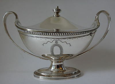 Antique style solid silver Sauce BOAT & lid by Vanders London 1972 - 17 tr oz