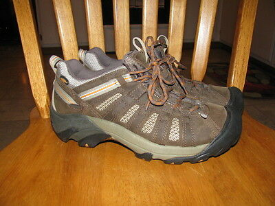 .Mens Keen shoes Size US 8