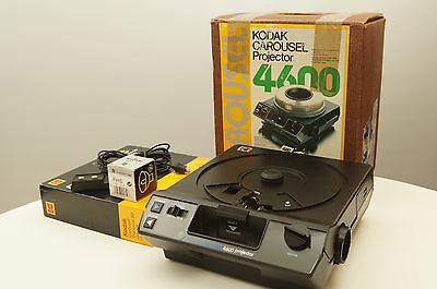 Kodak Carousel 4600 Slide Projector with remote and extra bulb