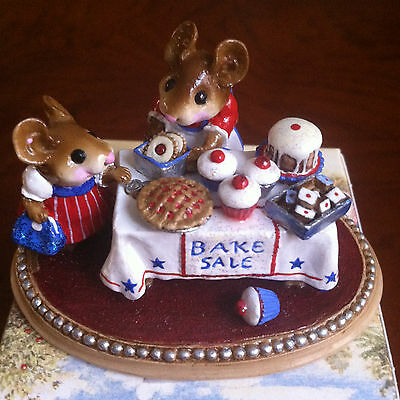 Wee Forest Folk 1996 M-220 Mousey's Bake Sale Patriotic, New in WFF Gift Box
