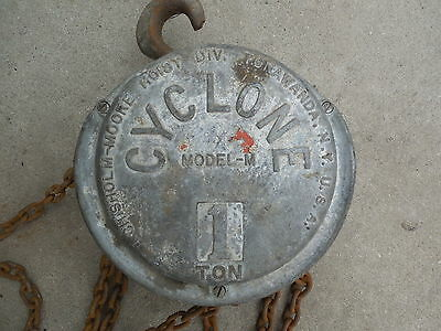 Vintage CM CYCLONE Model M 1 Ton Manual Chain Hoist 2000lb Lifting Capacity
