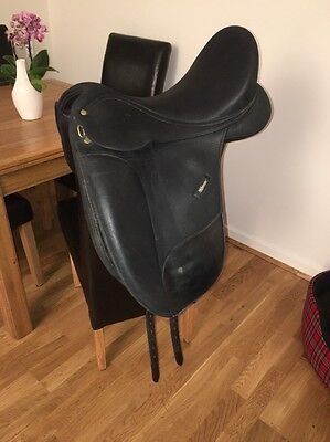 17.5 Inch Black Wintec Isabell Werth Flock Dressage Saddle Changeable Gullet