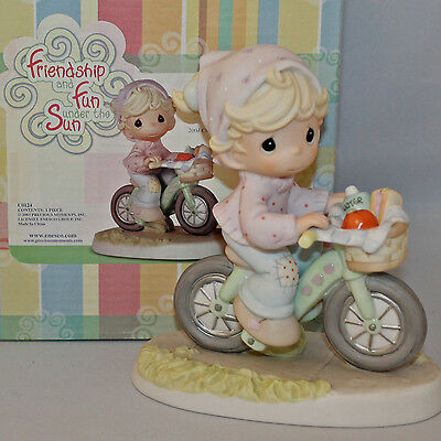 Precious Moments Figurine - pm c0024, The Road To A Friend Is Never Long w/box