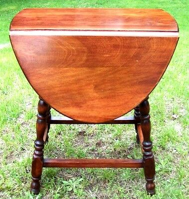 Vintage DROP LEAF end table side Table spindle leg night stand coffee table