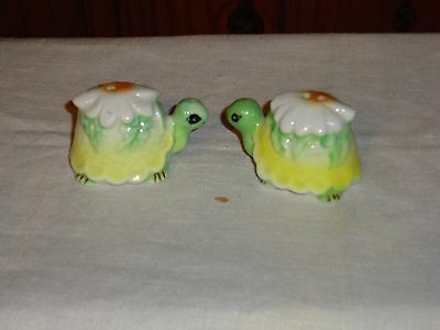 Vintage Porcelain Salt + Pepper Shakers Fine Bone China Turtles w/ Daisy Taiwan