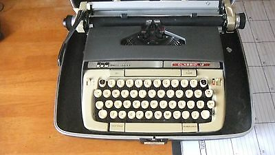 Collectable Smith-Corona Classic 12 Portable Typewriter with Hard Case