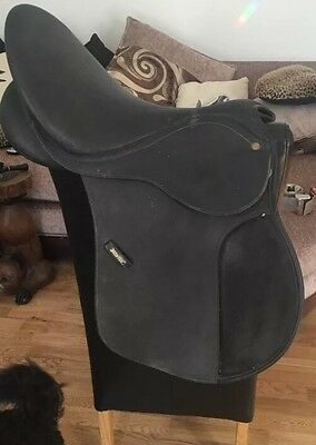 17 Inch Black Wintec 500 GP Flock Saddle Changeable Gullet