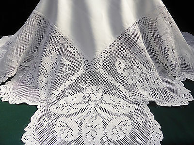 Antique Linen Damask Tablecloth ~ Stunning Deep Hand Crochet Convolvulus Plant