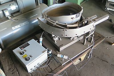 Pinnacle Feeding Systems Vibrating Feeder 28117A w/ Control and linear track