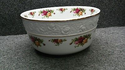 Very nice Royal Albert Old country roses large salad bowl 10 7/8 inches