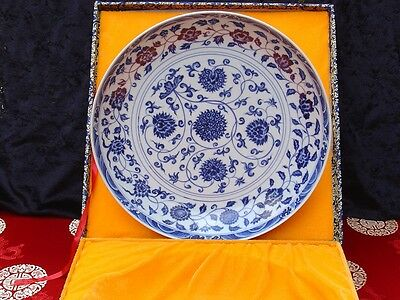 """Chinese blue and white """"Continuous lotus"""" plate"""
