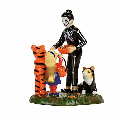 Dept 56 Halloween Trick Or Treating On The Lane New 2017 4056709