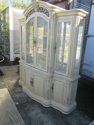 57681 T-8:     THOMASVILLE 2 piece Breakfront China cabinet