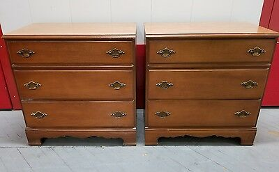 Mid Century Modern Bassett Furniture Walnut Graduated 3-Drawer Bachelor's Chest