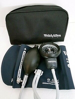 Welch Allyn Tycos Blood Pressure DS48 DS48A Adult 2pc Arm Cuff Gauge & Case