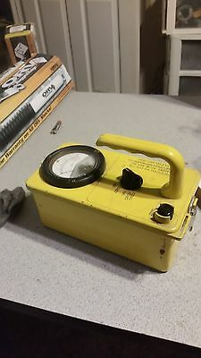 Geiger Counter / Radiation Survey Meter 715Geiger  counter