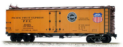 Accucraft AM32-50x PFE Reefer Car UP/SP Double Herald R-40-10 Metal Sided, 1:32