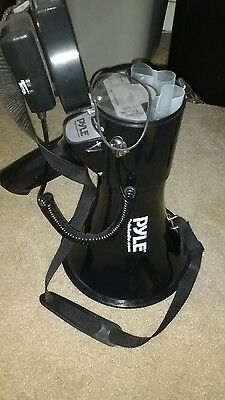 PYLE-PRO PMP43IN 40 Watts Professional Megaphone/Bullhorn with Siren and 3.5mm A