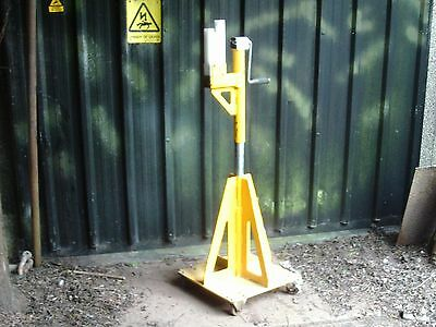 Adjustable Support Stand  Lifting Jack OFFERS INVITED on Castors Mechanical