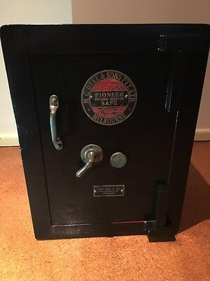 Pioneer - MG Dyke And Sons Melbourne antique safe with working key - Refinished