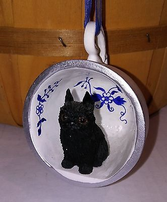 """Victorian Trading Co 2"""" Black Brussels Griffon Blue Onion Floral Teacup Ornament"""