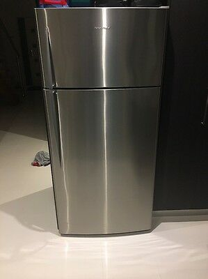 Fisher & Paykel Top Mount Freezer Fridge 517L