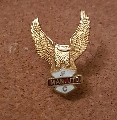 Manchester  United  F c  - Old  70's  Football  Pin  Badge -
