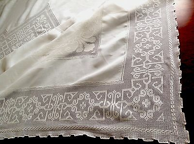 Beautiful Vintage Hand Crochet Lace White Linen Tablecloth 76x68 Inch