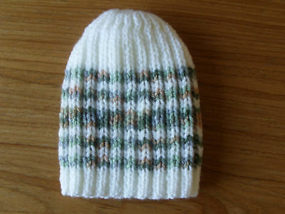 Baby boys hand knitted hat 0-3 months